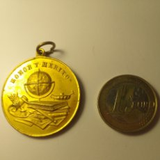 Medallas condecorativas: MEDALLA PREMIO A LA APLICACIÓN - HONOR Y MERITO. Lote 195350862