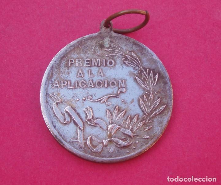 Medallas condecorativas: Medalla Premio a la Aplicación Siglo XIX Colegio Santa Catalina de Siena. Manila. Filipinas. - Foto 2 - 196338127