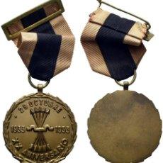 Medallas condecorativas: 1953. MEDALLA DEL XX ANIVERSARIO DE LA FUNDACIÓN DE LA FALANGE. CON ANILLA, CINTA Y PASADOR. SC. Lote 196993331