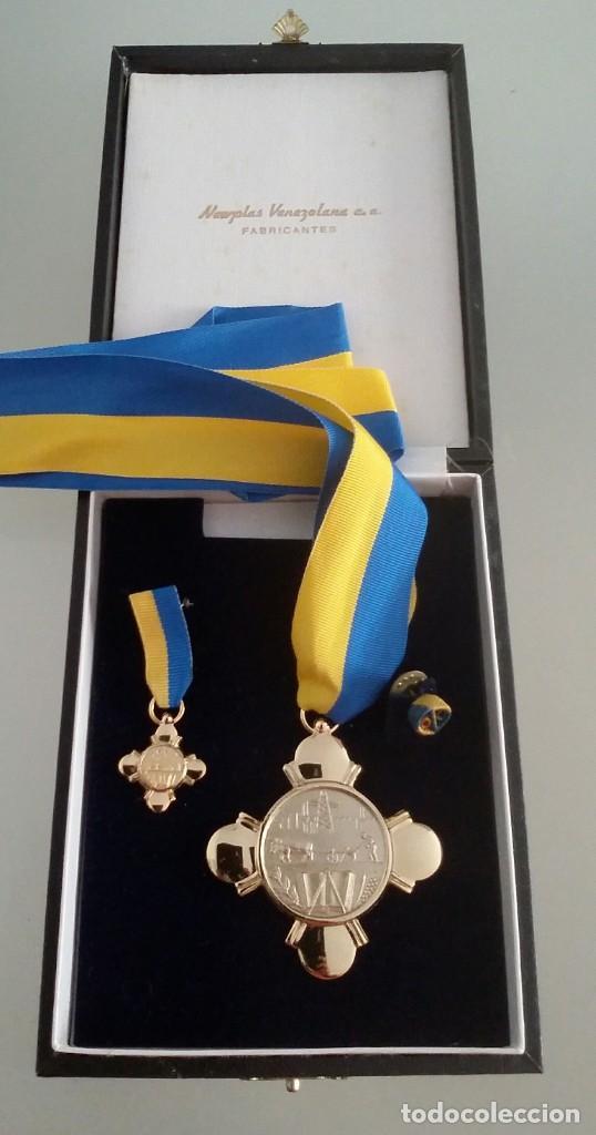 Medallas condecorativas: CONDECORACIÓN DE PLATA. ORDEN MÉRITO EN EL TRABAJO. 1a. CLASE. VENEZUELA - Foto 2 - 199359226
