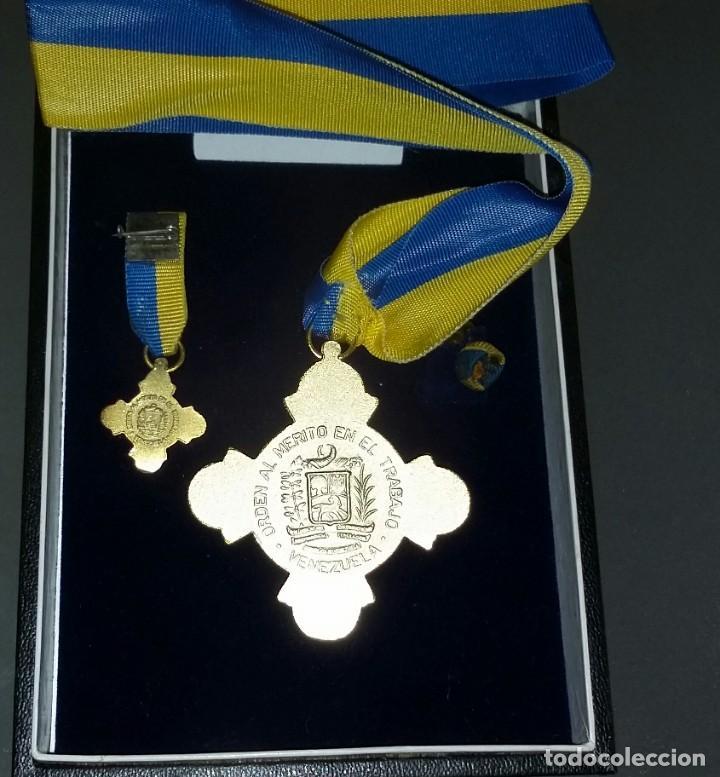 Medallas condecorativas: CONDECORACIÓN DE PLATA. ORDEN MÉRITO EN EL TRABAJO. 1a. CLASE. VENEZUELA - Foto 3 - 199359226