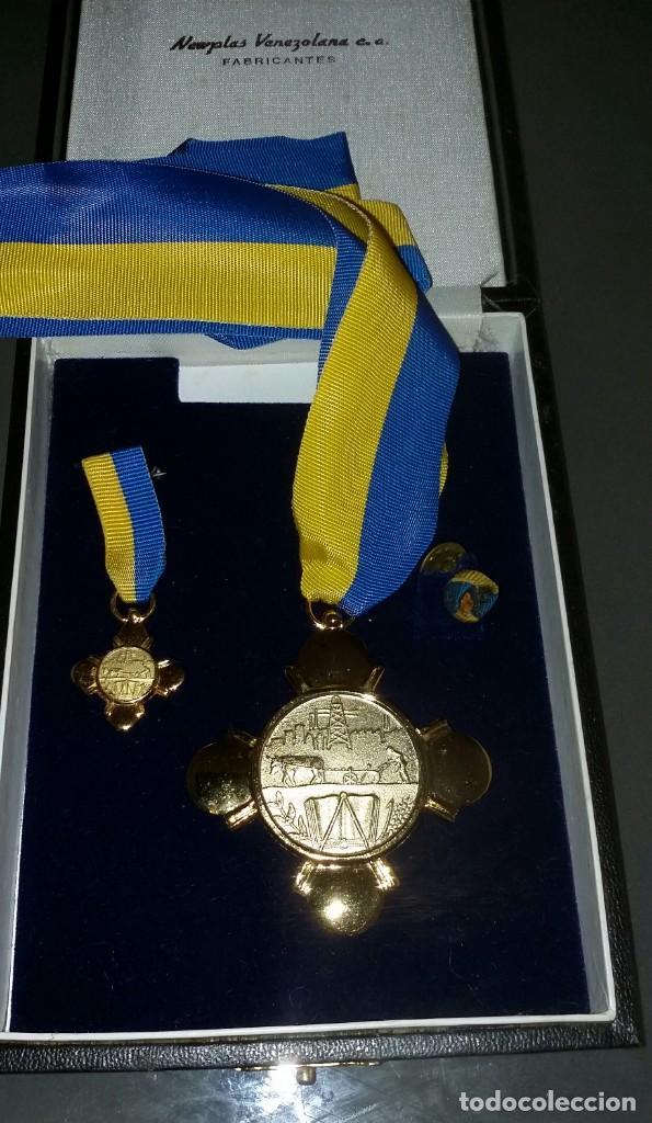 Medallas condecorativas: CONDECORACIÓN DE PLATA. ORDEN MÉRITO EN EL TRABAJO. 1a. CLASE. VENEZUELA - Foto 6 - 199359226
