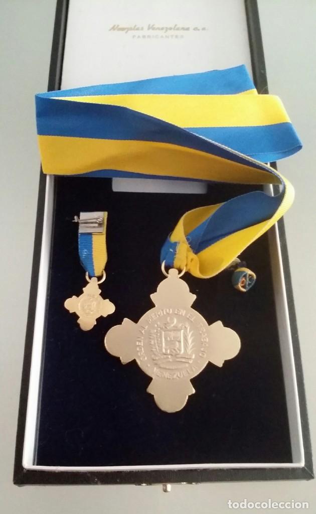 Medallas condecorativas: CONDECORACIÓN DE PLATA. ORDEN MÉRITO EN EL TRABAJO. 1a. CLASE. VENEZUELA - Foto 8 - 199359226
