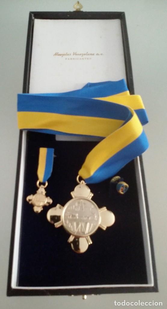 Medallas condecorativas: CONDECORACIÓN DE PLATA. ORDEN MÉRITO EN EL TRABAJO. 1a. CLASE. VENEZUELA - Foto 9 - 199359226