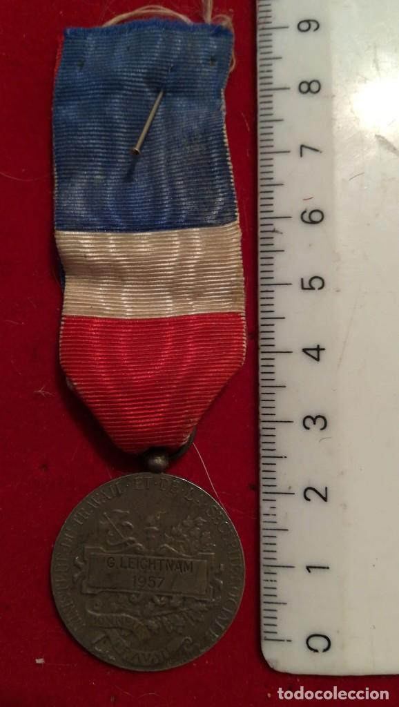Medallas condecorativas: MEDALLA DE HONOR DEL TRABAJO 20 AÑOS FRANCIA 1957 - Foto 2 - 200098502