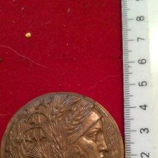 Medallas condecorativas: ANTIGUA MEDALLA AL MERITO (¿?). Lote 200111025
