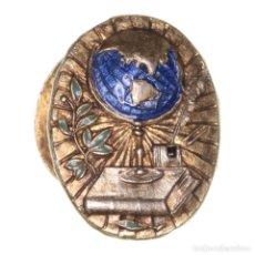 Medallas condecorativas: INSIGNIA ANTIGUA DE SOLAPA EDUCACIÓN. Lote 201533606