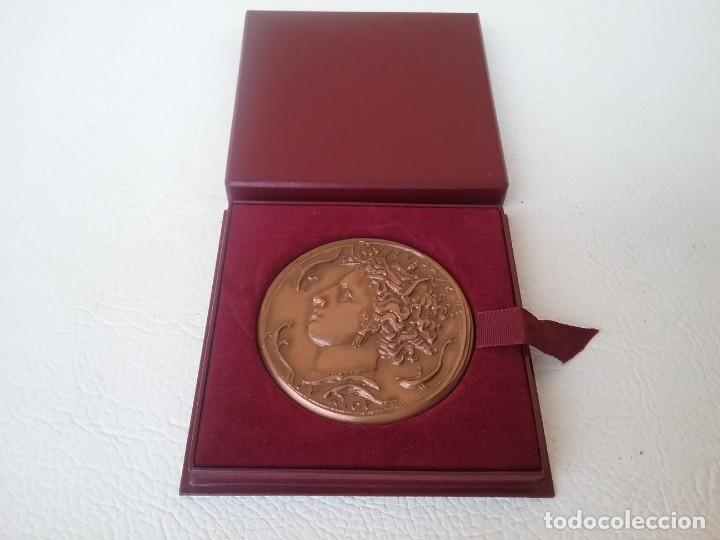 MEDALLA HONOR AL TRABAJO SINDICATO GENERAL DE LA CONSTRUCCIÓN ELÉCTRICA FRANCESA 1969 (Numismática - Medallería - Condecoraciones)