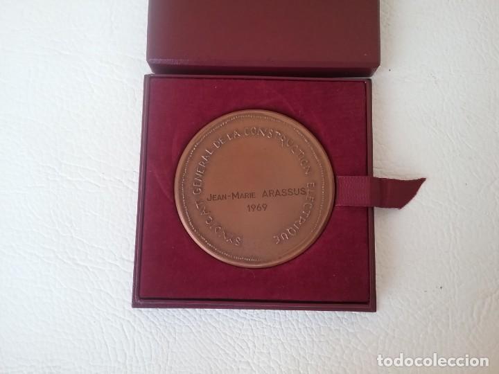 Medallas condecorativas: MEDALLA HONOR AL TRABAJO SINDICATO GENERAL DE LA CONSTRUCCIÓN ELÉCTRICA FRANCESA 1969 - Foto 3 - 204262463