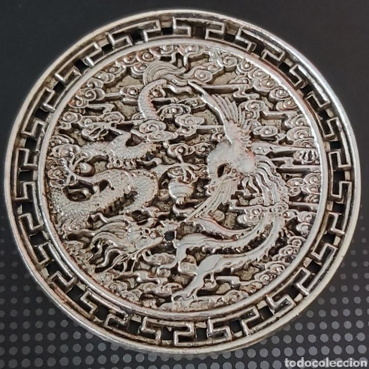 Medallas condecorativas: EXCLUSIVA MONEDA GIGANTEEEE DE PLATA CON DRAGON Y AVE FENIX - DIAMETRO APROX 6 CMS - Foto 3 - 204426931