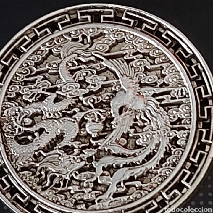 Medallas condecorativas: EXCLUSIVA MONEDA GIGANTEEEE DE PLATA CON DRAGON Y AVE FENIX - DIAMETRO APROX 6 CMS - Foto 2 - 204426931
