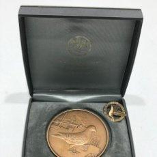 Medallas condecorativas: MEDALLA CAMPEONATO DE VUELO DE PALOMAS MÁS BROCHE. Lote 205048326