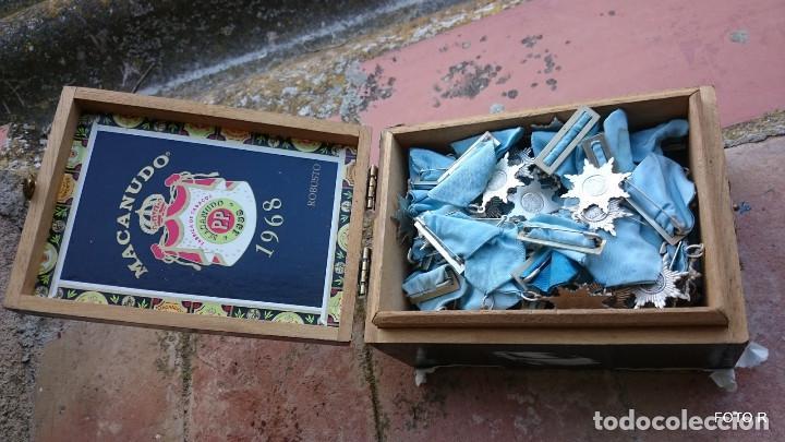 Medallas condecorativas: liquidación, caja con medallas antiguas, lote - Foto 2 - 205511835