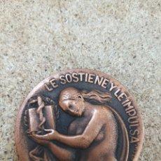 Medallas condecorativas: MEDALLA CONMEMORATIVA HOMENAJE A LA MUJER DEL MEDICO. Lote 205670481