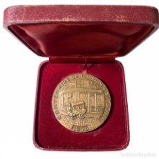 Medallas condecorativas: MEDALLA EN BRONCE CENTENAIRE DE LA SAMARITAINE 1970 PARÍS - AH TORCHEUX. Lote 206158378