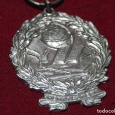 Medaglie condecorativas: ANTIGUA MEDALLA PREMIO AL MERITO. Lote 210736755
