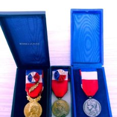 Medallas condecorativas: LOTE 3 MEDALLAS / FRANCIA : MÉDAILLE D'HONNEUR DU TRAVAIL.. Lote 214844707