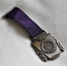 Medallas condecorativas: MEDALLA E.P. SARRIA 1952-53. Lote 220351126