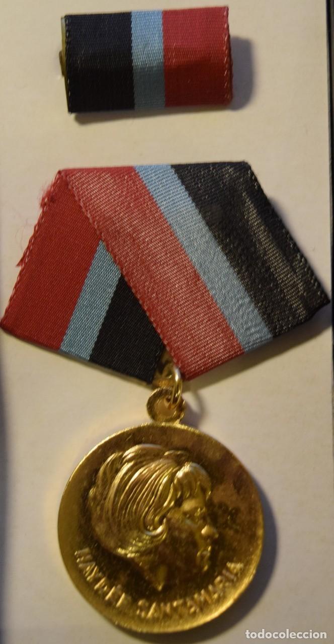 MED73 CUBA MEDALLA HAYDEE SANTAMARIA (Numismática - Medallería - Condecoraciones)