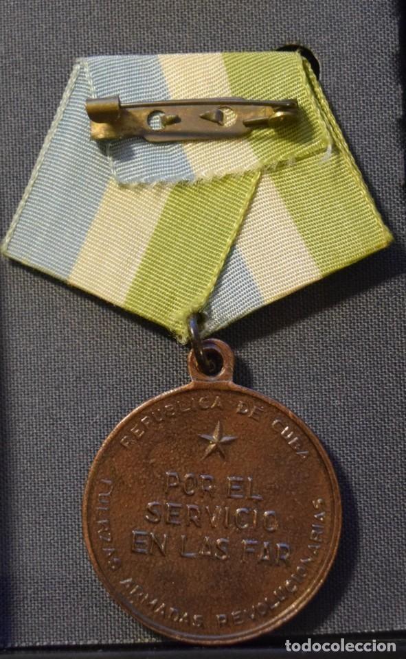 Medallas condecorativas: med92-2 Cuba Distincion Por el Servicio en las Fuerzas Armadas Revolucionarias 3 grado - Foto 2 - 226331591