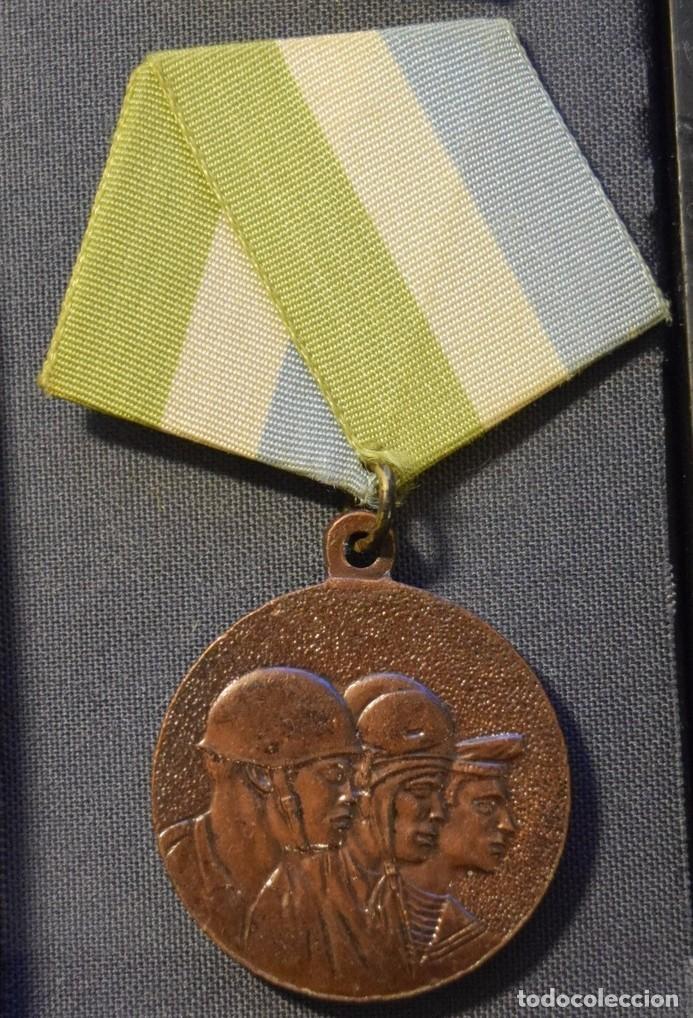 MED92-2 CUBA DISTINCION POR EL SERVICIO EN LAS FUERZAS ARMADAS REVOLUCIONARIAS 3 GRADO (Numismática - Medallería - Condecoraciones)