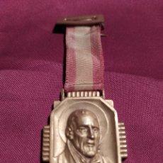 Medallas condecorativas: MEDALLA ESCOLAS PÍAS SARRIA 1949-50. Lote 230859870