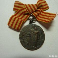 Medallas condecorativas: MEDALLA HOMATGE DE SOLILARITAT CATALANA 1906 BRONCE. Lote 235020940