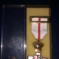 Medallas condecorativas: MEDALLA AL MÉRITO MILITAR CON DISTINTIVO BLANCO.. Lote 235407805