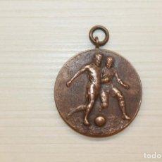 Medallas condecorativas: MEDALLA FÚTBOL, AÑOS 40, 3,20 CM DE DIÁMETRO. Lote 236976230