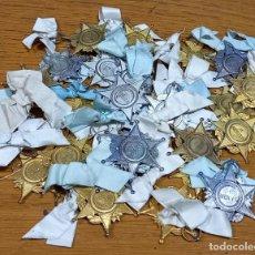 Medallas condecorativas: 26 MEDALLAS AL MERITO EN FORMA DE ESTRELLAS PLATEADAS Y DORADAS SIGLO XIX. Lote 243905670