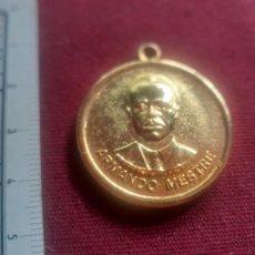 Medallas condecorativas: CUBA MEDALLA ARMANDO MESTRE. Lote 269287468