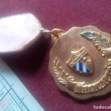 Medallas condecorativas: CUBA. MEDALLA COLEGIAL. APLICACIÓN. Lote 269289798