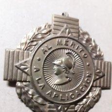 Medallas condecorativas: ANTIGUA MEDALLA AL MERITO Y A LA APLICACION. Lote 269711238