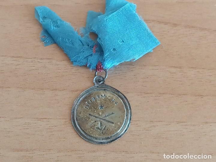 Medallas condecorativas: MEDALLA AL MÉRITO ESCOLAR ANTIGUA. MUY CURIOSA POR SU SENCILLEZ Y TOSQUEDAD - Foto 2 - 273209093