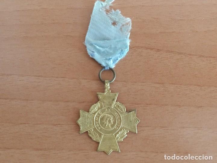 MEDALLA ESCOLAR DE PREMIO AL MÉRITO (Numismática - Medallería - Condecoraciones)
