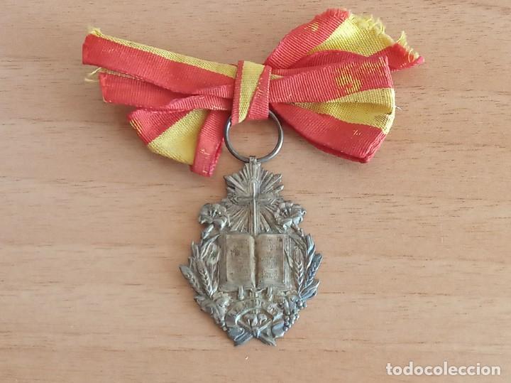 MEDALLA ESCOLAR AL MÉRITO (PLATA) (Numismática - Medallería - Condecoraciones)