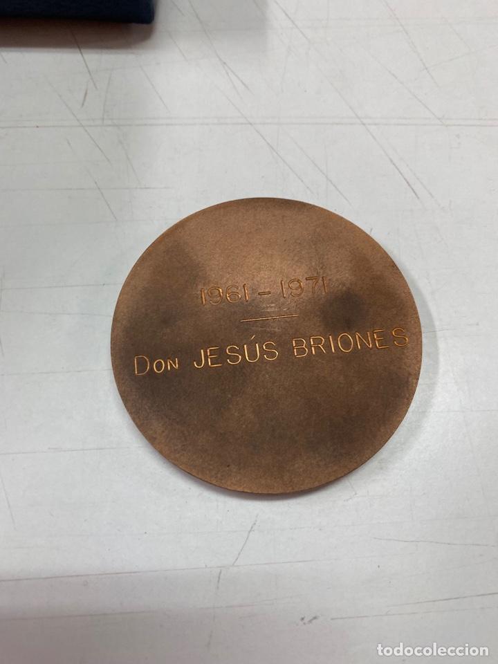 Medallas condecorativas: MEDALLA A LA CONSTANCIA Y TRABAJO CON ESTUCHE 1971 - Foto 3 - 277465053