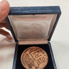 Medallas condecorativas: MEDALLA A LA CONSTANCIA Y TRABAJO CON ESTUCHE 1971. Lote 277465053
