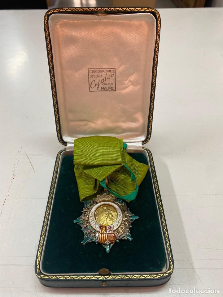 MEDALLA AL MÉRITO AGRÍCOLA EN PLATA DORADA CON ESTUCHE (Numismática - Medallería - Condecoraciones)