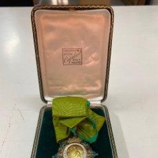 Medallas condecorativas: MEDALLA AL MÉRITO AGRÍCOLA EN PLATA DORADA CON ESTUCHE. Lote 277466253