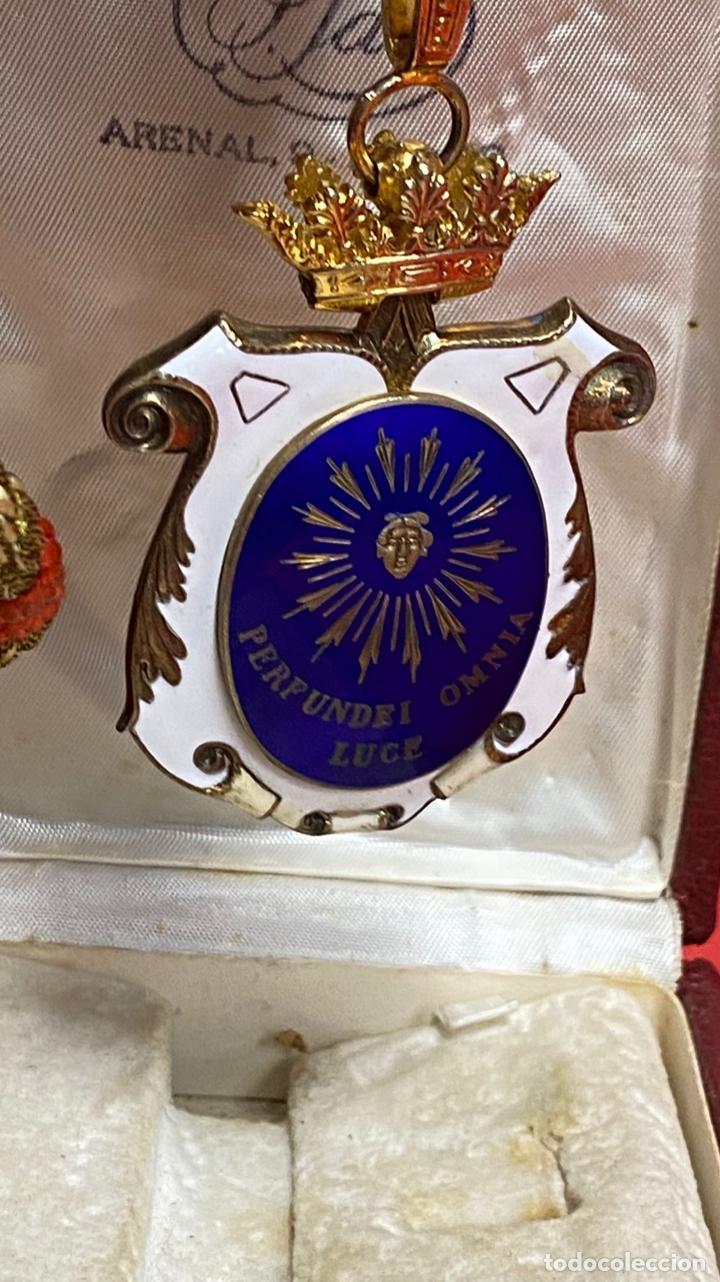 Medallas condecorativas: IMPRESIONANTE MEDALLA DE CATEDRATICO ESMALTADA CON CORONA MOVIL. 6 X 5 CM MEDALLA - Foto 3 - 277513323
