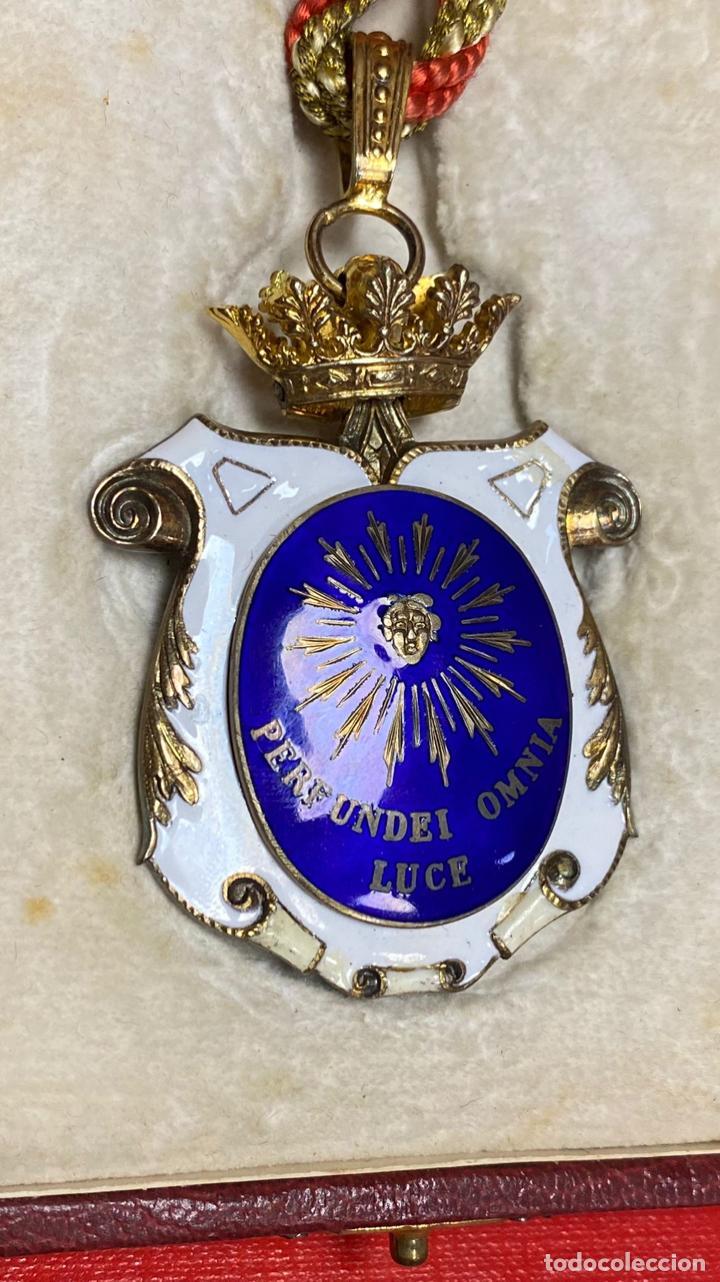 Medallas condecorativas: IMPRESIONANTE MEDALLA DE CATEDRATICO ESMALTADA CON CORONA MOVIL. 6 X 5 CM MEDALLA - Foto 7 - 277513323