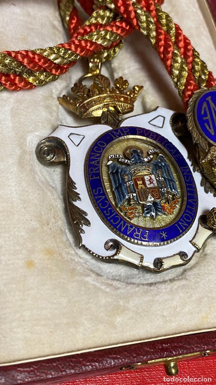 Medallas condecorativas: IMPRESIONANTE MEDALLA DE CATEDRATICO ESMALTADA CON CORONA MOVIL. 6 X 5 CM MEDALLA - Foto 8 - 277513323