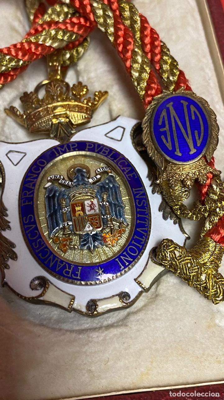 Medallas condecorativas: IMPRESIONANTE MEDALLA DE CATEDRATICO ESMALTADA CON CORONA MOVIL. 6 X 5 CM MEDALLA - Foto 9 - 277513323