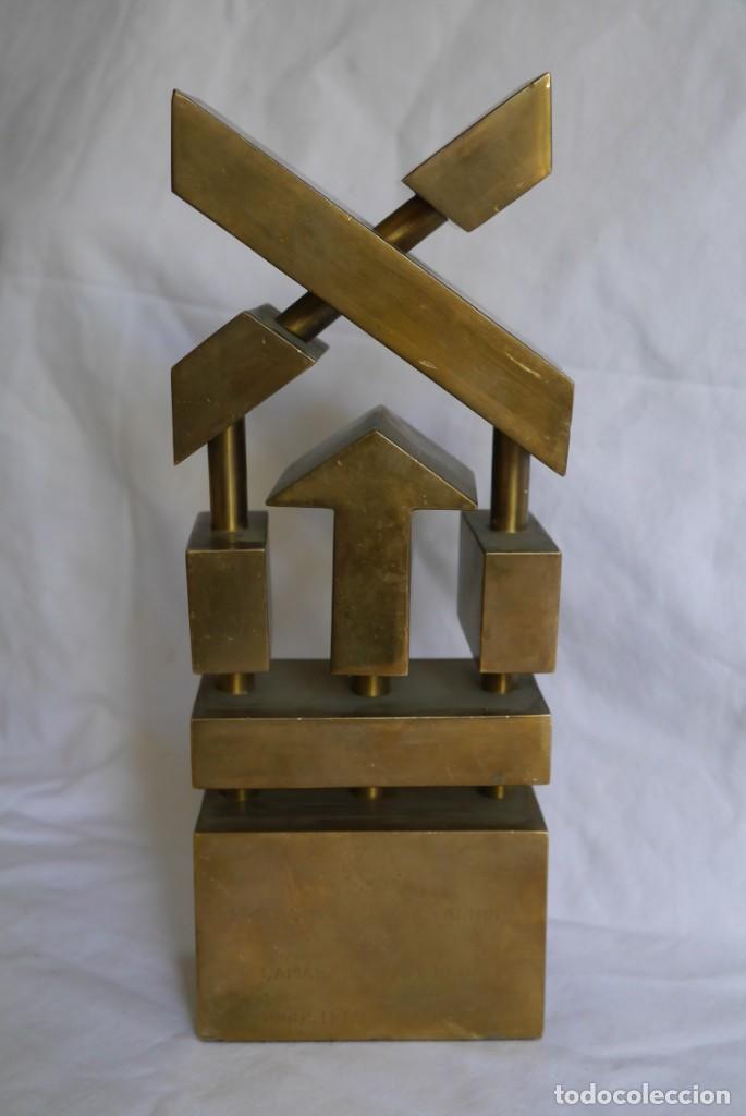 Medallas condecorativas: Premio a la Exportación Loewe 1983 en bronce, Cámara de Comercio e Industria de Madrid - Foto 2 - 278319053