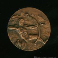 Coleccionismo deportivo: MEDALLA FEDERACION CATALANA DE TIRO CON ARCO - 1965. Lote 26810834
