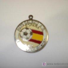Coleccionismo deportivo: PLACA METALICA DE 4 CM, ESPAÑA 82, AUTO GALAICO, ORENSE. Lote 25891303