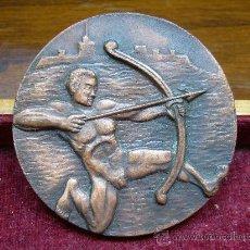 Coleccionismo deportivo: MEDALLA DEPORTIVA DE LA FEDERACIÓN CATALANA DE TIRO CON ARCO. Lote 24218241