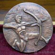 Coleccionismo deportivo: MEDALLA DEPORTIVA DE LA FEDERACIÓN CATALANA DE TIRO CON ARCO. Lote 19037838