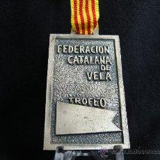 Coleccionismo deportivo: MEDALLA TROFEO FEDERACIÓN CATALANA DE VELA. F.C.V.. Lote 31665722